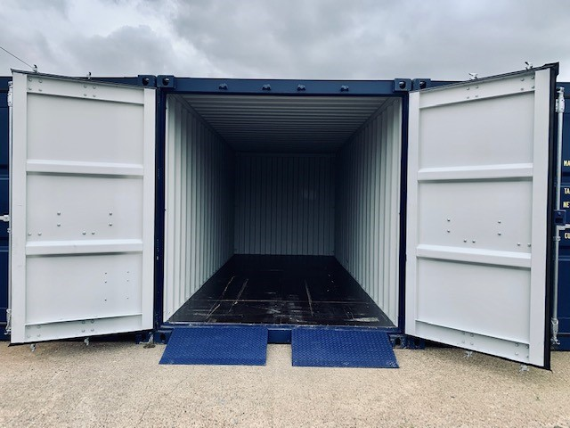 </i><center>20' container with ramps</center>