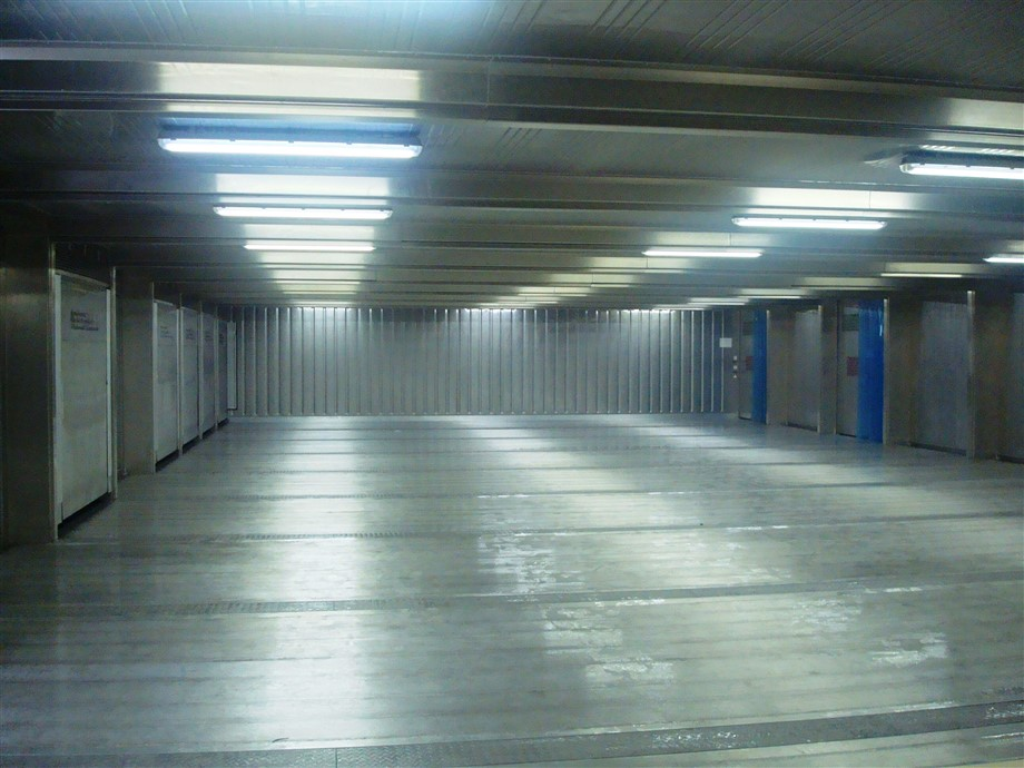 Almost 3000 ft² 40' wide 80' long SuperStore cold room with multiple doors